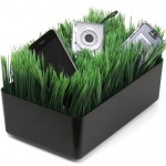 18. Kikkerland Grass Charging Station